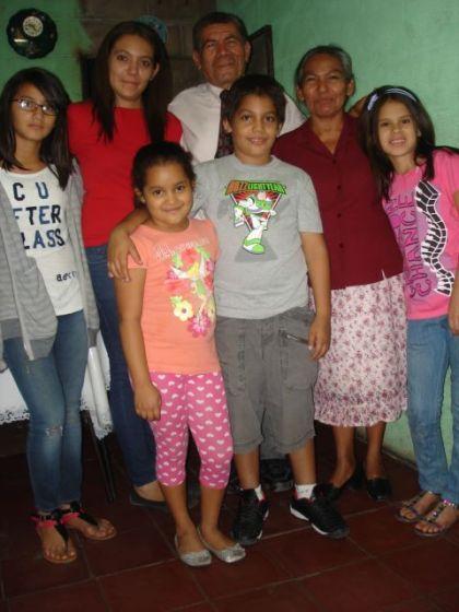 Gaby y Graciela con la familia de Tia Silvia.