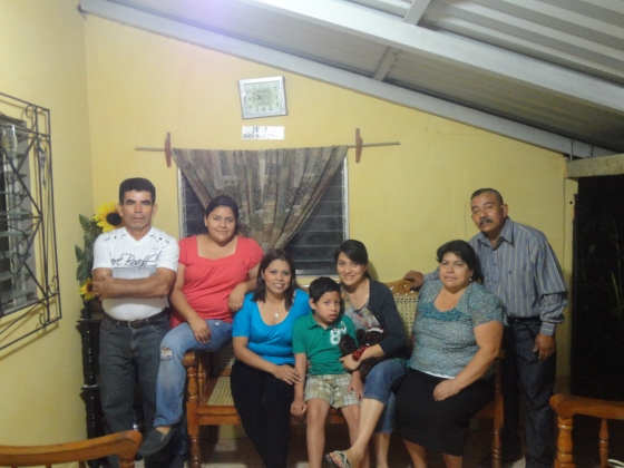 Salvita disfrutando en familia con Tia Astrid.